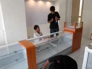 furniture semarang etalase optik kacamata eyewear display showcase