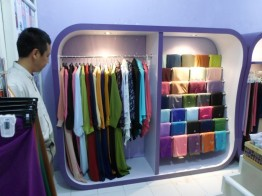 produksi-etalase-pakaian-hijab-gamis-di-semarang-6